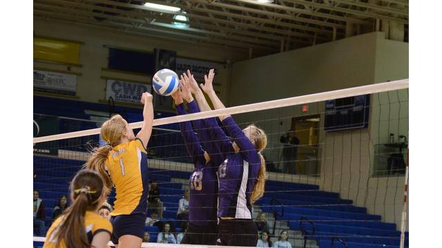 Belle Fourche vs Sioux Valley volleyball players