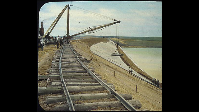 Workers constructing the Orman Dam