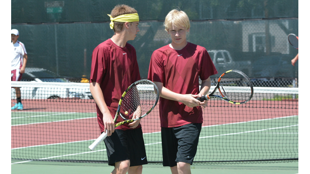 boys tennis players