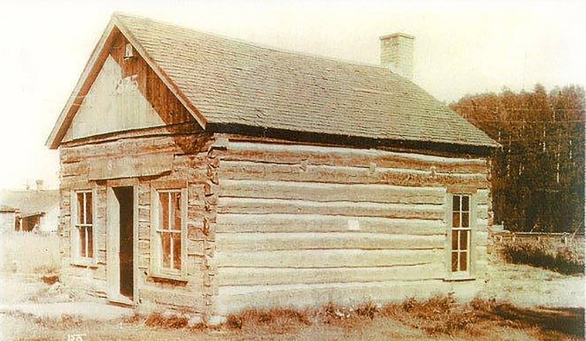 Log cabin in Way Park from 1881 in Custer