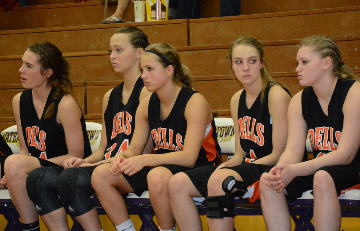 Dells girls basketball players