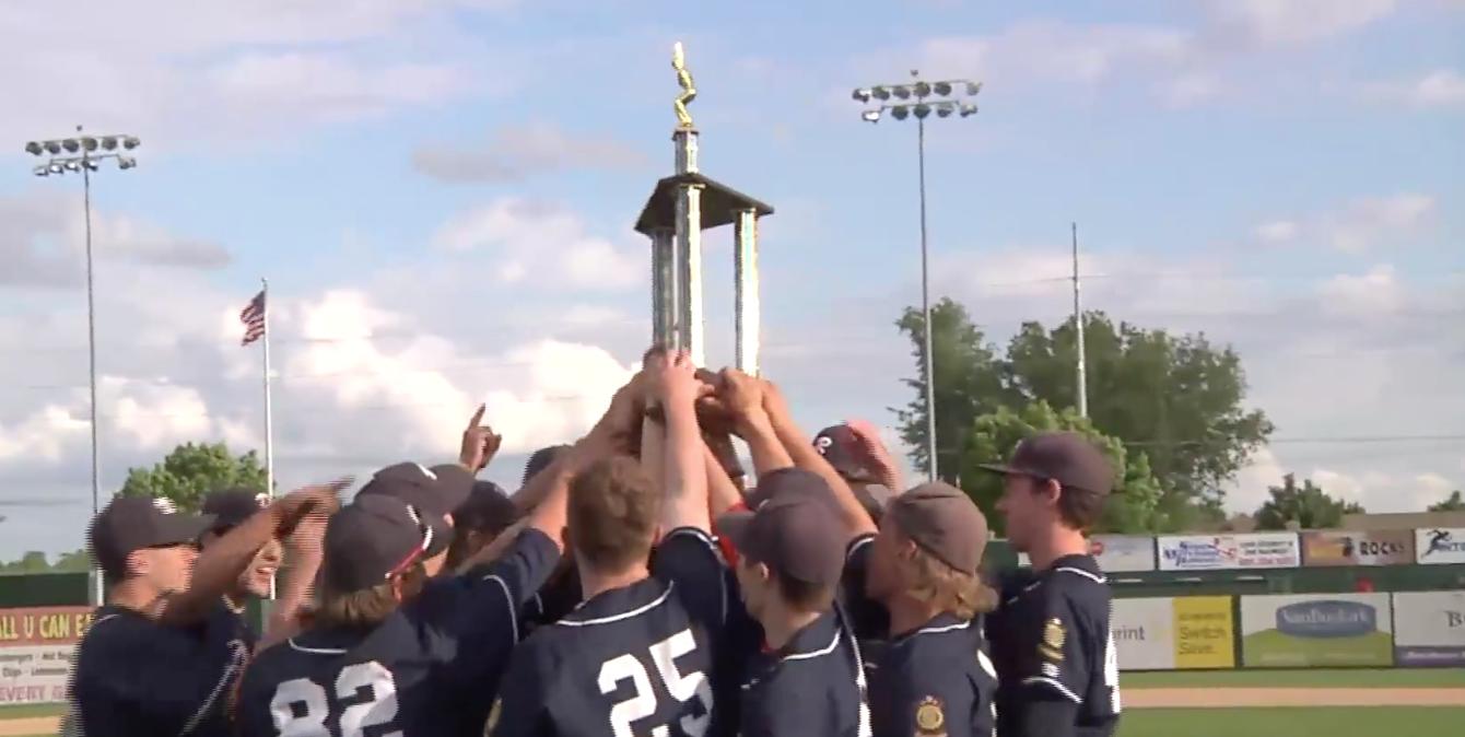 High school boys baseball team holding up a trophy