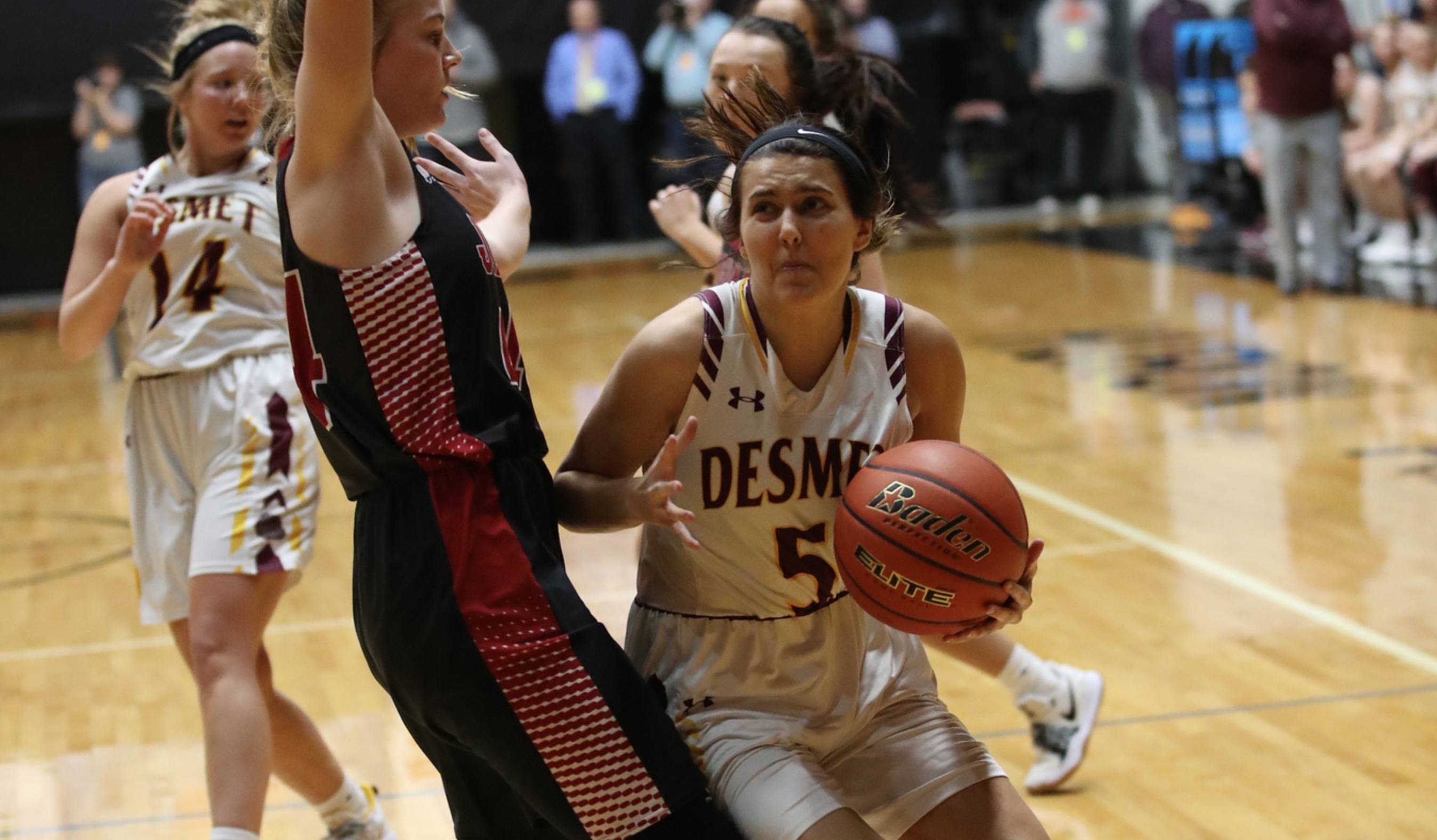 De Smet girls basketball player