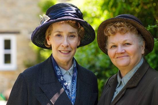 Phyllis Logan (Mrs. Hughes) & Lesley Nicol (Mrs. Patmore).