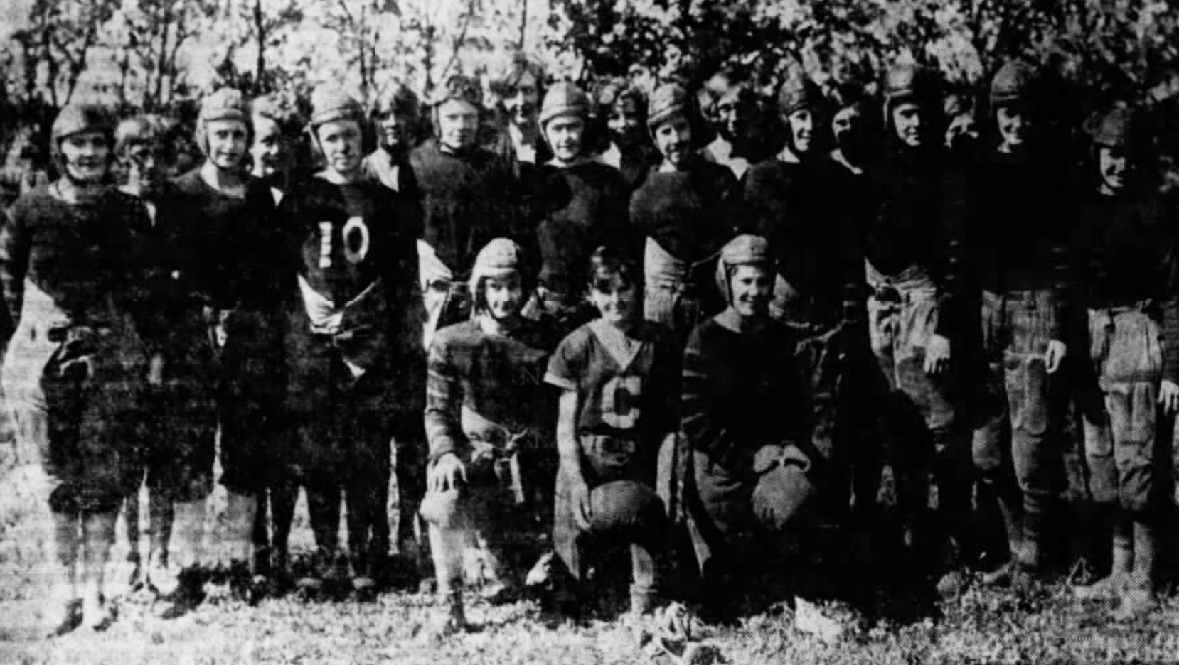 Photo of a football team from the mid-20s