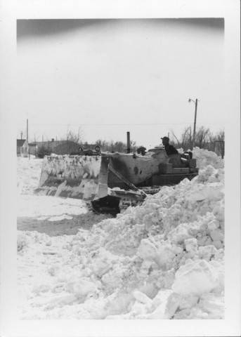 Image - Tractor with Blade snow.jpg