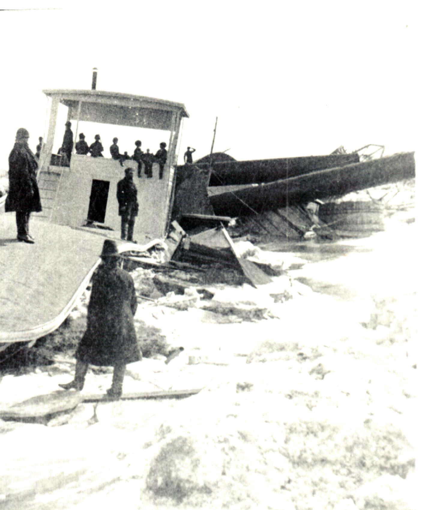 Image - Missouri River 1881 Flood Riverboat.JPG