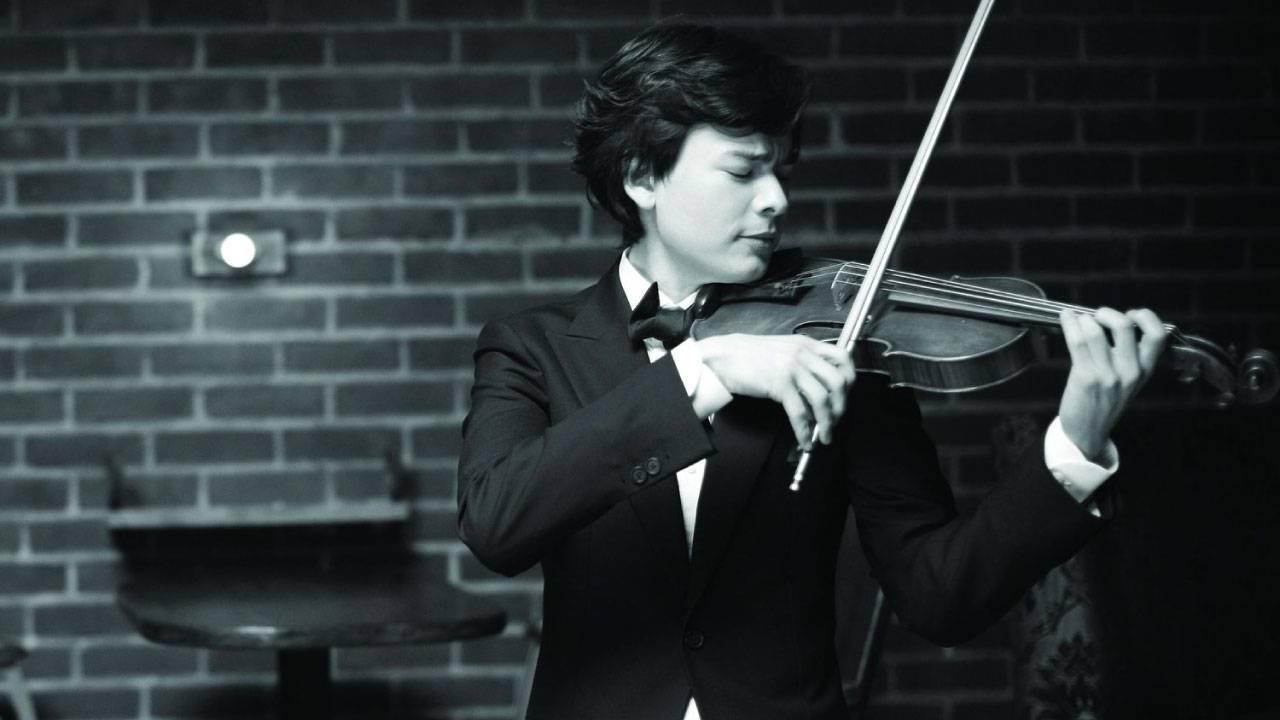 Violinist Stefan Jackiw