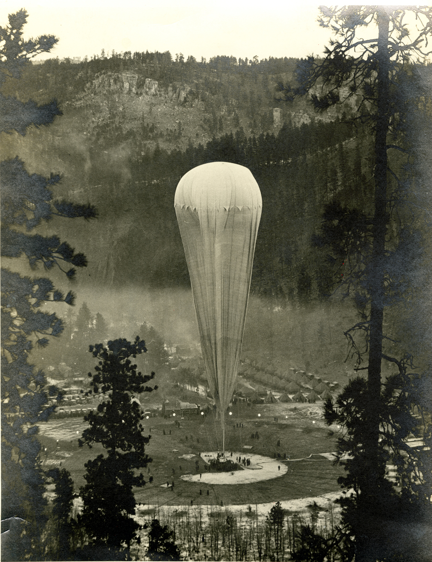 Image - ExplorerIIBaloonFlight_StratosphereBowl_1935.jpg