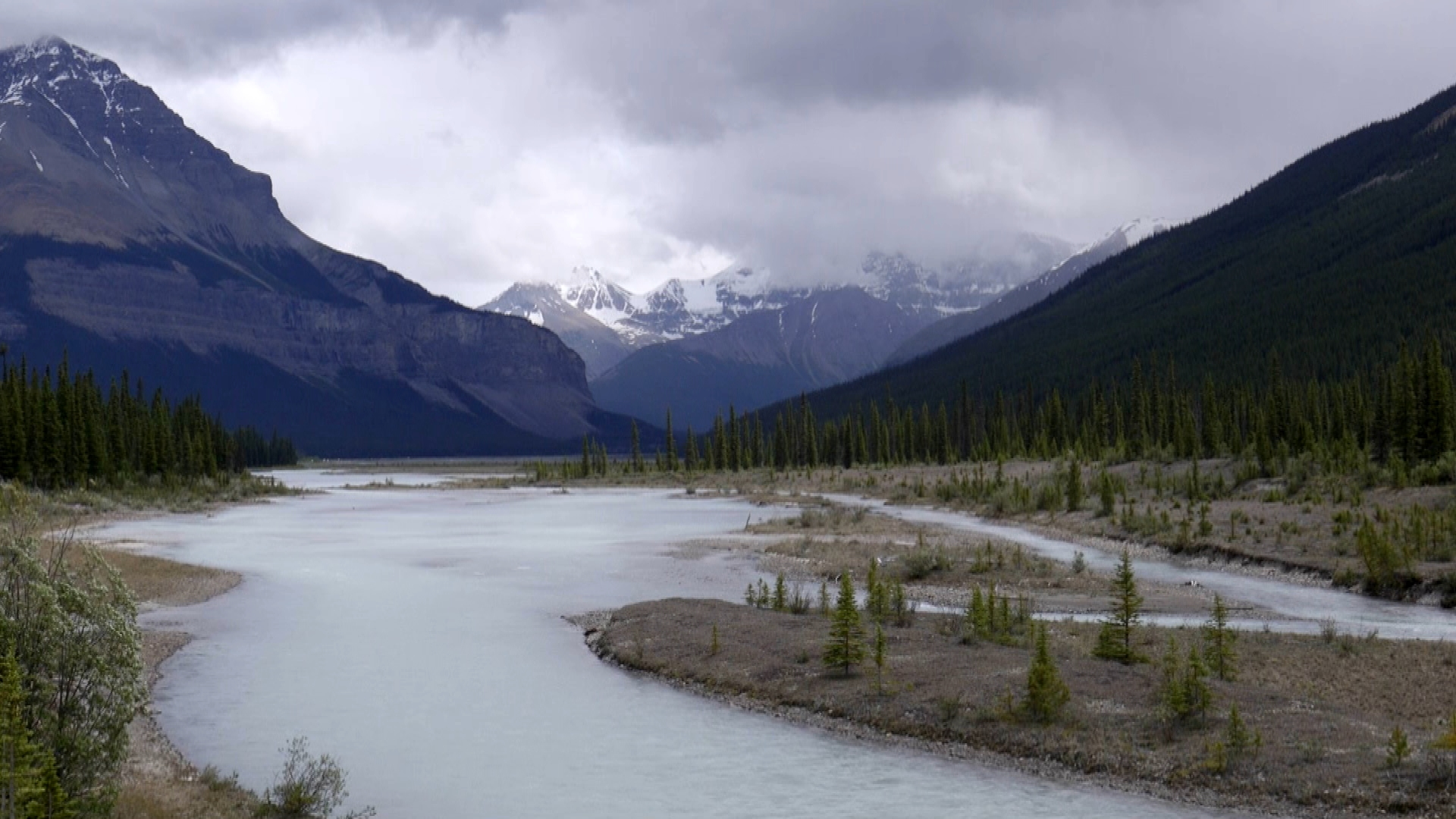 Jasper wilderness, lake and mountain