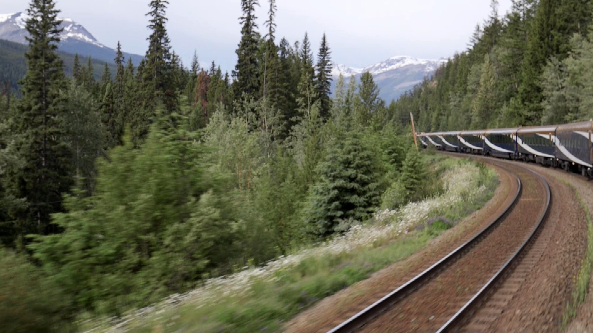 Rocky Mountaineer leaves Jasper