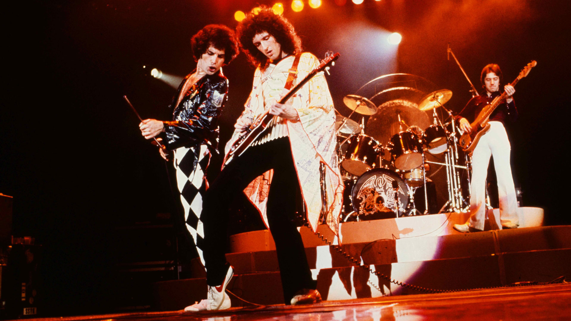 Queen: Rock the World