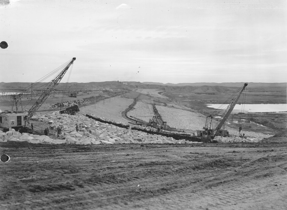 Fort Peck Dam under construction