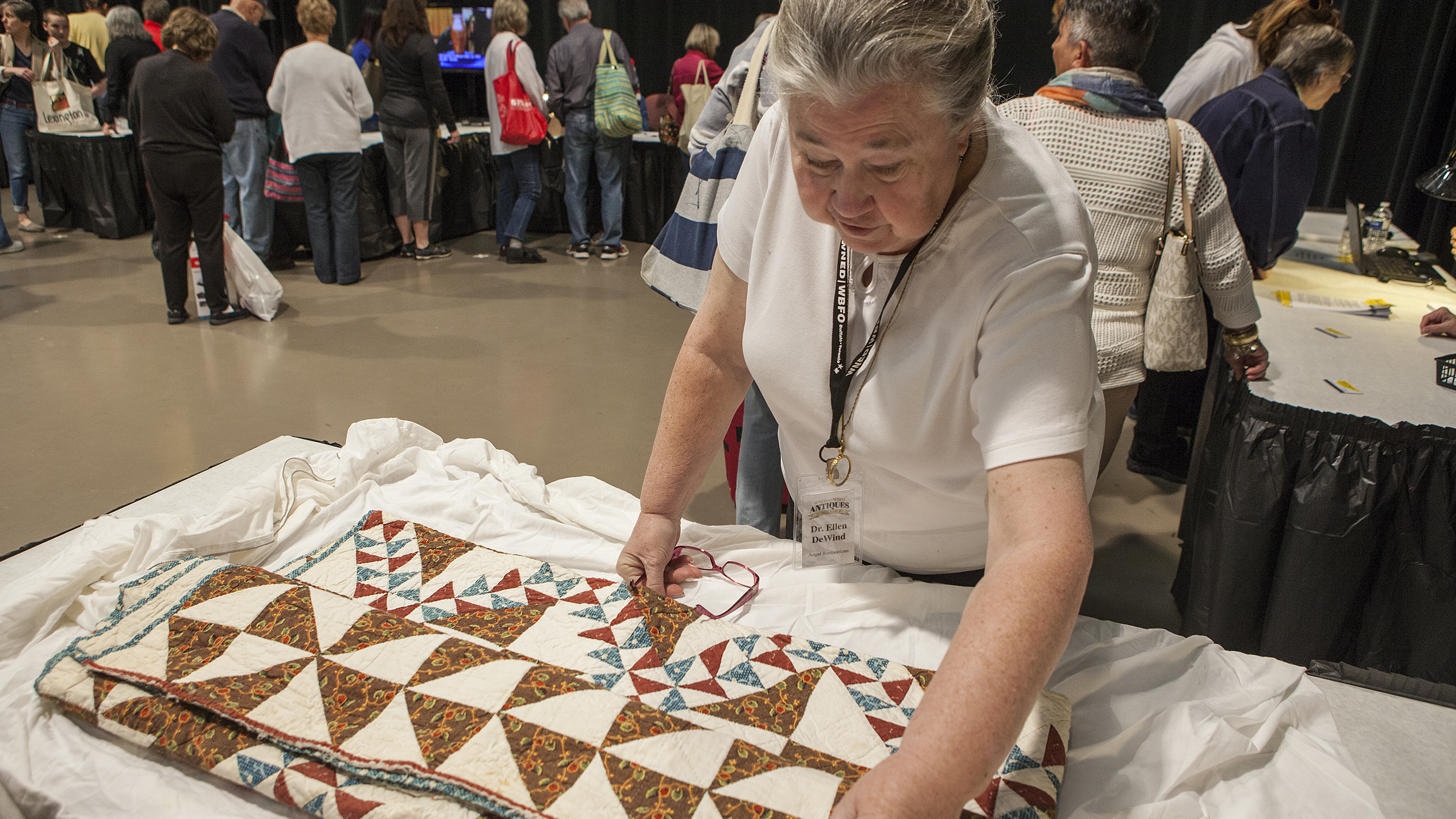 Textile apparaisal at the WNED | WBFO Antiques Home Show