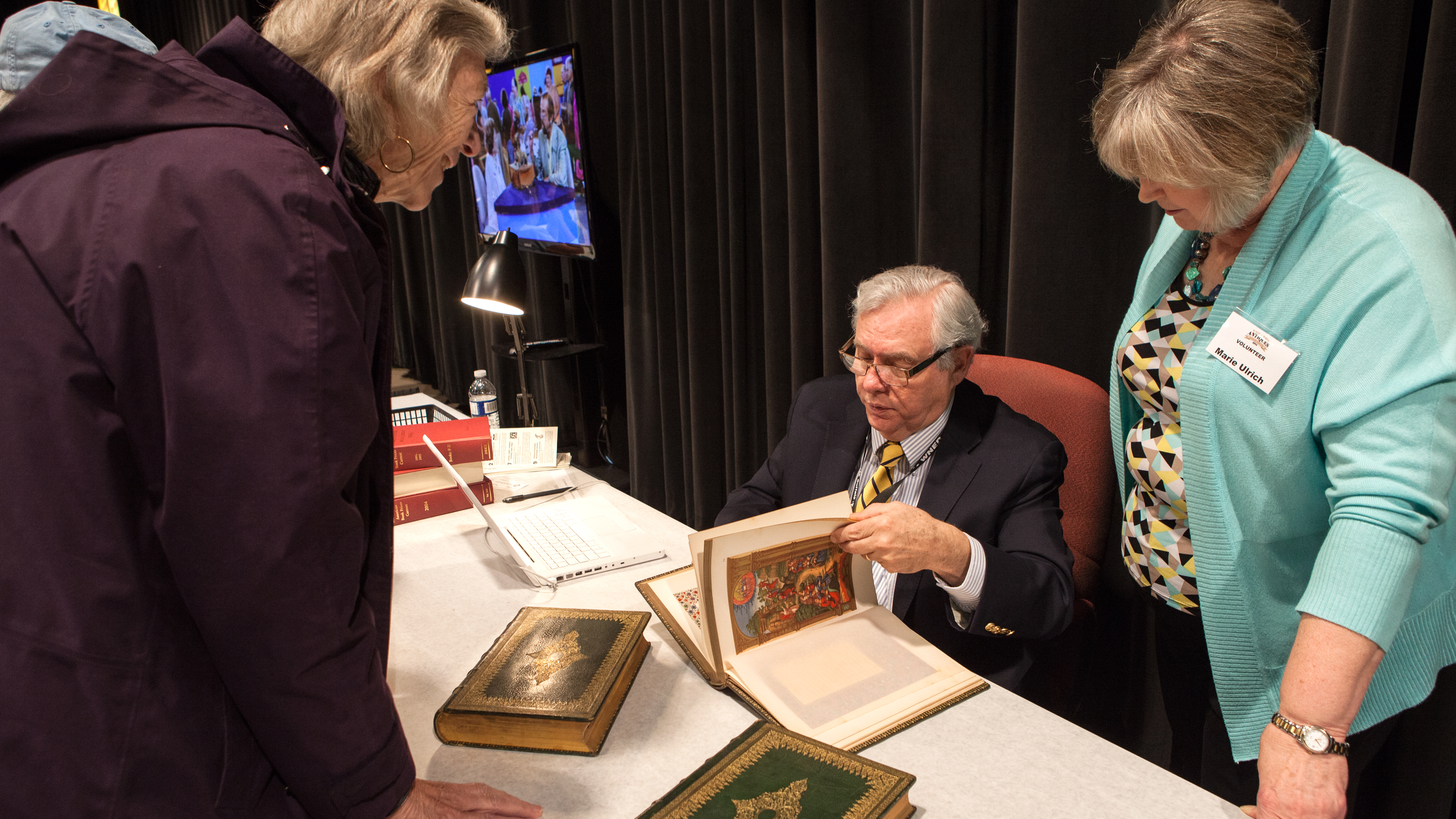 Book appraisal at the WNED | WBFO Antiques Home Show