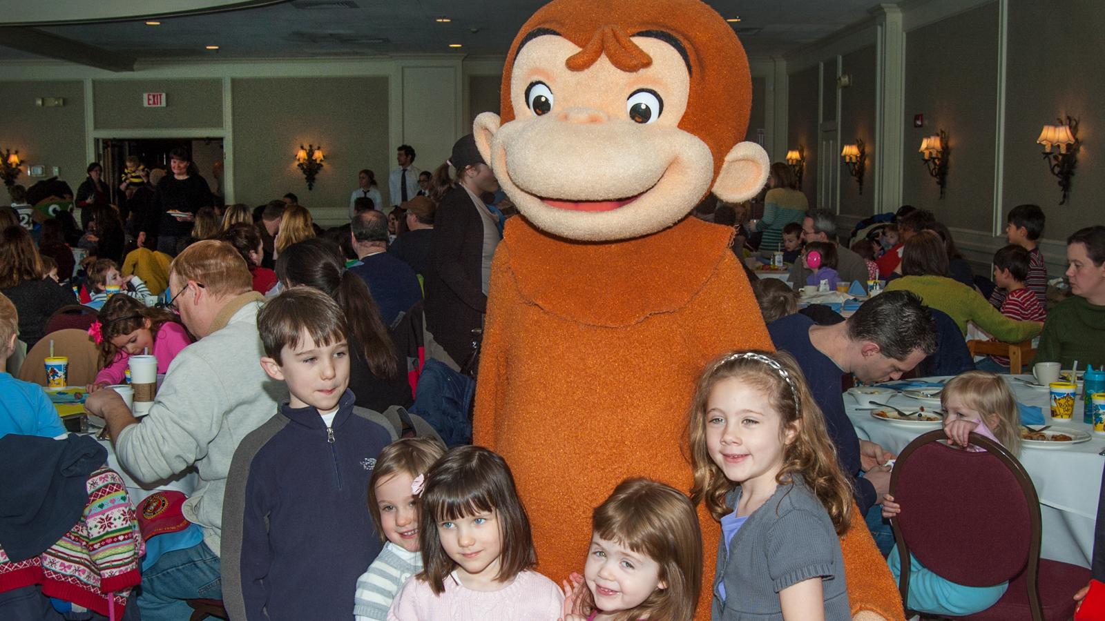 Family enjoying the Kidd Fest Character Breakfast